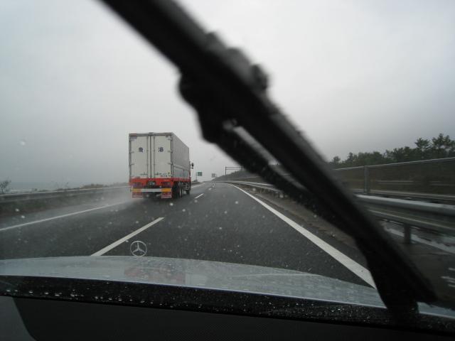雨の高速道路 by C200-W204