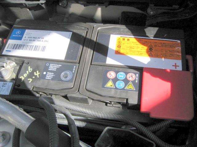メルセデス・ベンツC200-W204純正AGMバッテリー