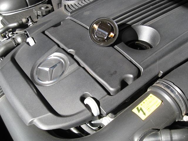 メルセデス・ベンツCクラスC200-W204オイルフィラーキャップ
