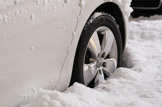 雪深い道、スタック