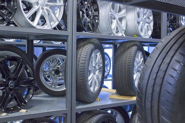 自動車用タイヤとホイールセット