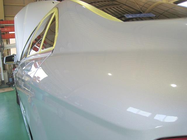 台風24号で被害を受けたメルセデス・ベンツCクラスC200-W204のボディ研磨、磨き中