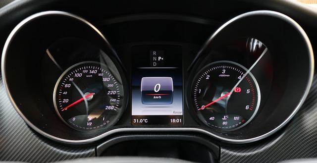 メルセデス・ベンツのスピードメーター&タコメーター