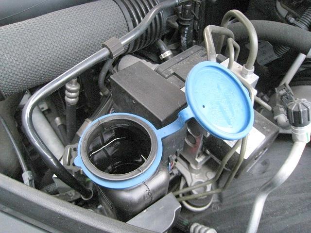 メルセデス・ベンツCクラスC200(W204)ウォッシャータンクからウォッシャー液漏れ/Leaking of Mercedes Benz c200 w204 washer tank